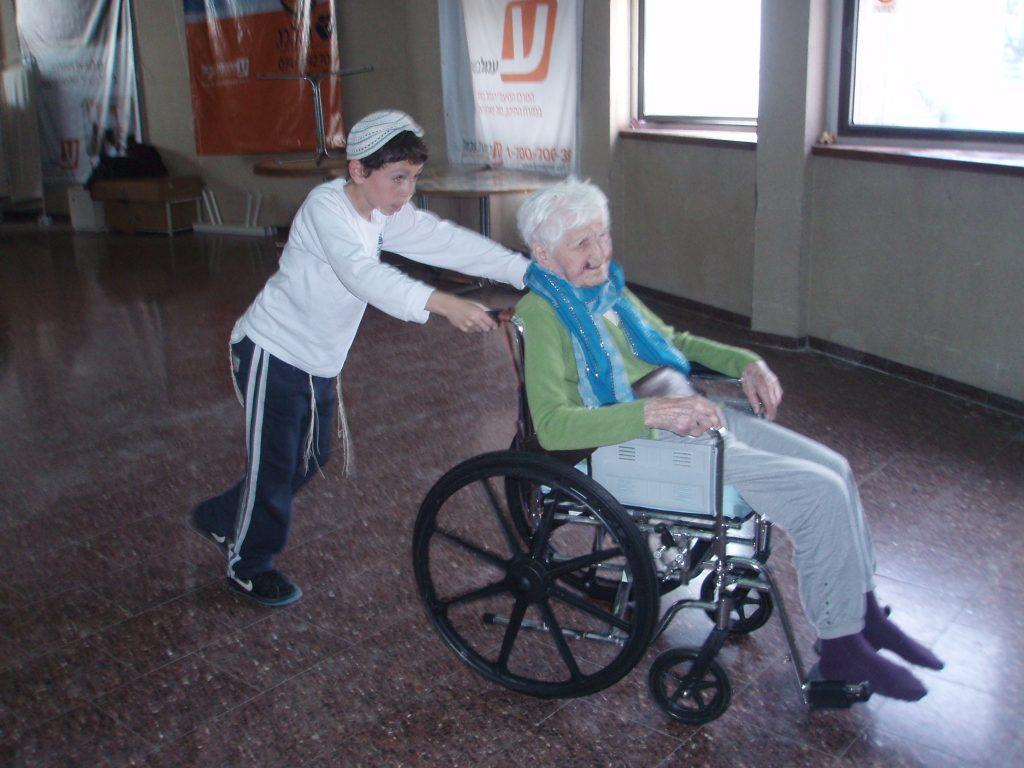 התנדבות בבית אבות
