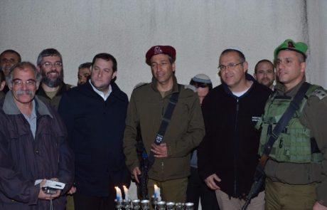 הדלקת נרות חגיגית בקבר יהושע בן נון
